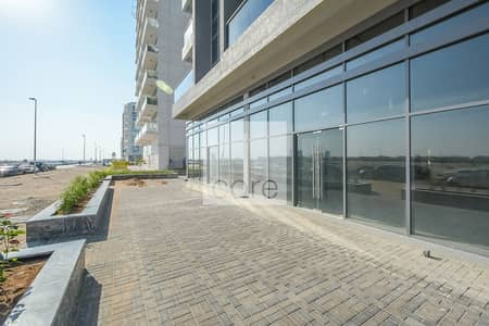 Shop for Rent in Dubai Studio City, Dubai - Retail Shop | Low Floor | Shell and Core