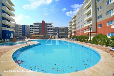 3 Bedroom Apartment for Sale in Al Reef, Abu Dhabi - Pool View! 3+M Closed Kitchen w/ Balcony