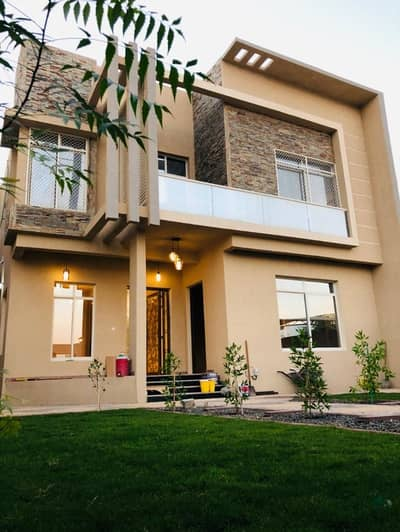 5 Bedroom Villa for Sale in Al Zahraa, Ajman - Villa for sale two floors with electricity and water the first resident owns free all nationalities