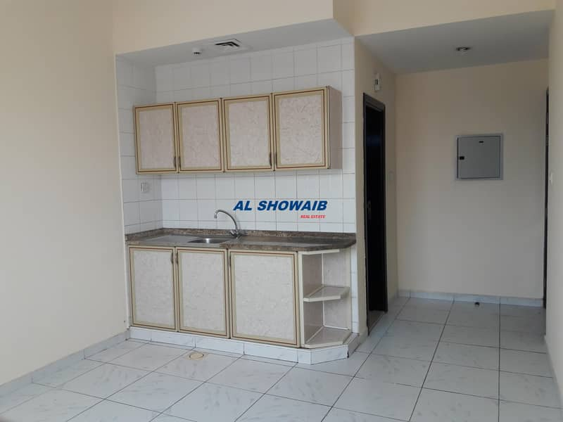 2 Studio available behind karachi darbar frijmurar Deira