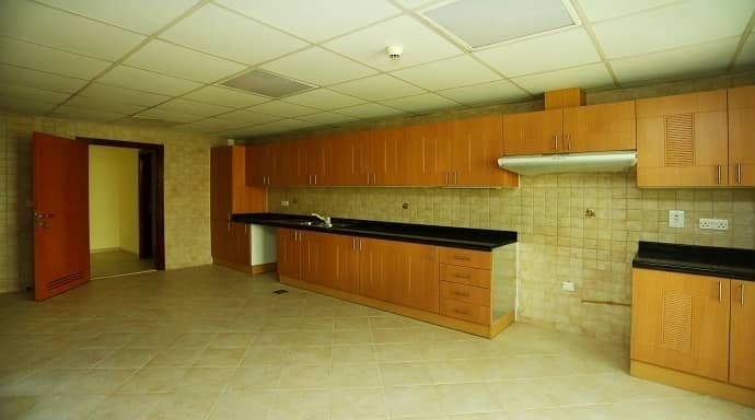 10 Cclosed to Hana center Al Satwa for 2BHK with maids room