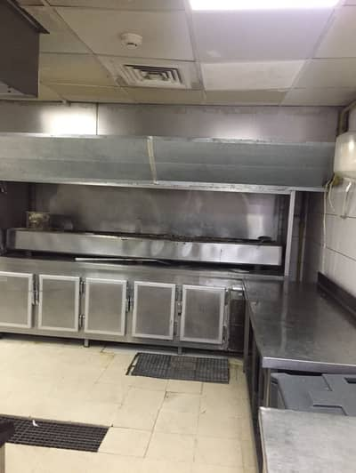 محل تجاري  للايجار في القوز، دبي - AED 170K for Central kitchen in prime location of Al Qouz industrial 2