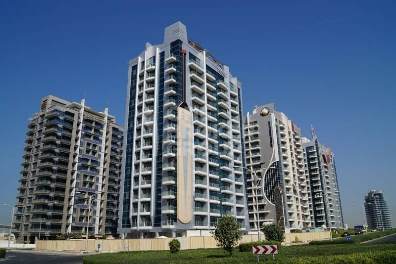 10 New 1BR | Fully Furnished on Mid Floor |