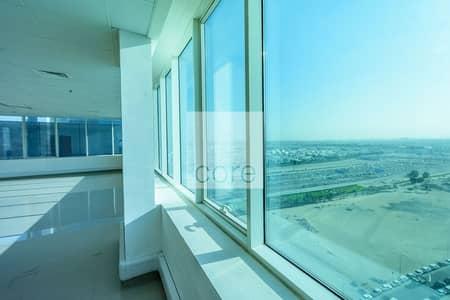 طابق تجاري  للايجار في الخليج التجاري، دبي - Fitted Half Floor Unit | Ready To Move In