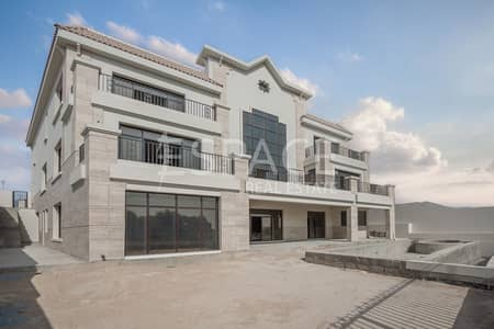 5 Bedroom Villa for Sale in Jumeirah Islands, Dubai - Couture Ready Mansion with Full Lake View