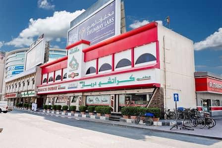 معرض تجاري  للايجار في القرهود، دبي - Commercial showroom available for rent on Airport Road facing the main road.