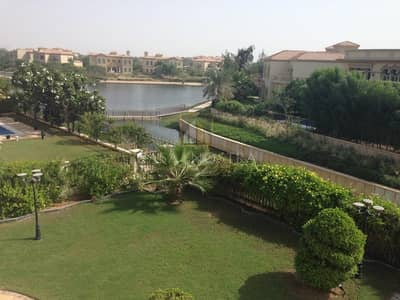 4 Bedroom Villa for Rent in Jumeirah Islands, Dubai - Upgraded Garden Hall w/Lake