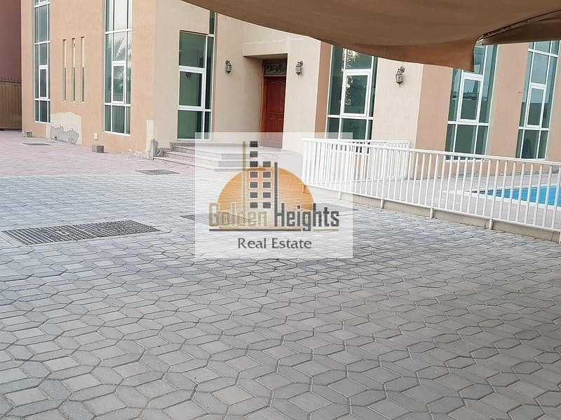 Luxurious 5bhk With Pool Duplex Villa in Al Azra Area