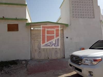 4 Bedroom Villa for Rent in Al Sabkha, Sharjah - 4 Bedroom Villa in Al Sabkha