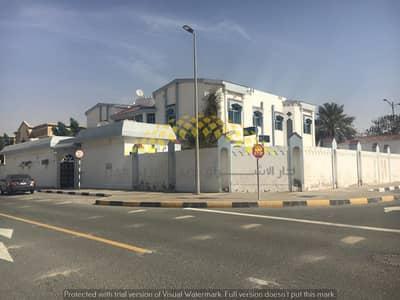 7 Bedroom Villa for Rent in Al Falaj, Sharjah - On main road 7 Bedroom Villa Good Location in al Falaj Area Sharjah