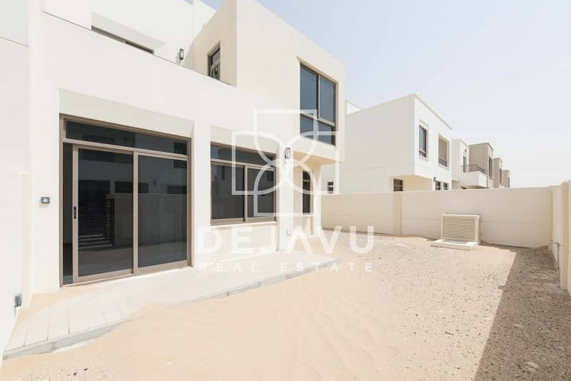 Excellent location 4 Bed close to pool and park in HAYAT