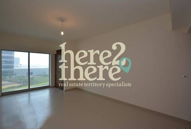 2 No Commission!! Lovely Studio in Spacious Arc tower.