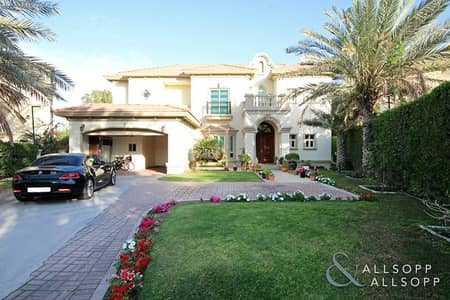 4 Bedroom Villa for Sale in Jumeirah Islands, Dubai - Fully Upgraded | Lake View | Extra Land