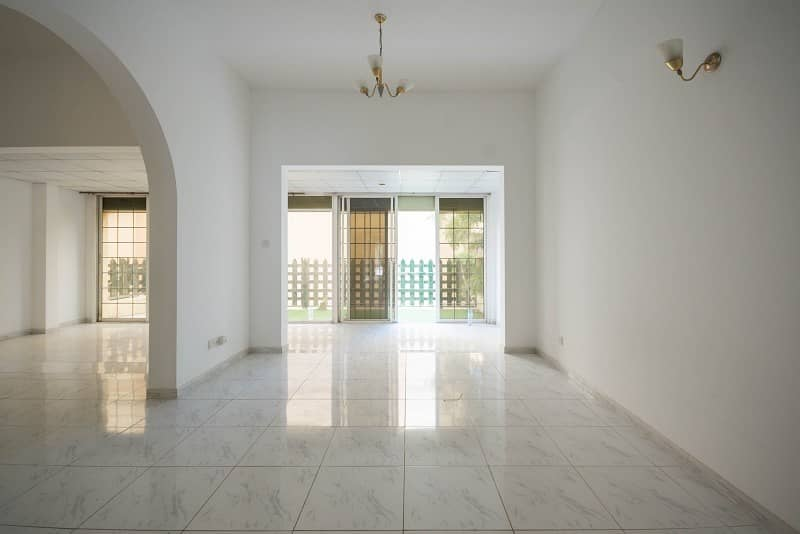 2 Ready to move-in! 4BR+M Villa in Jumeirah 1