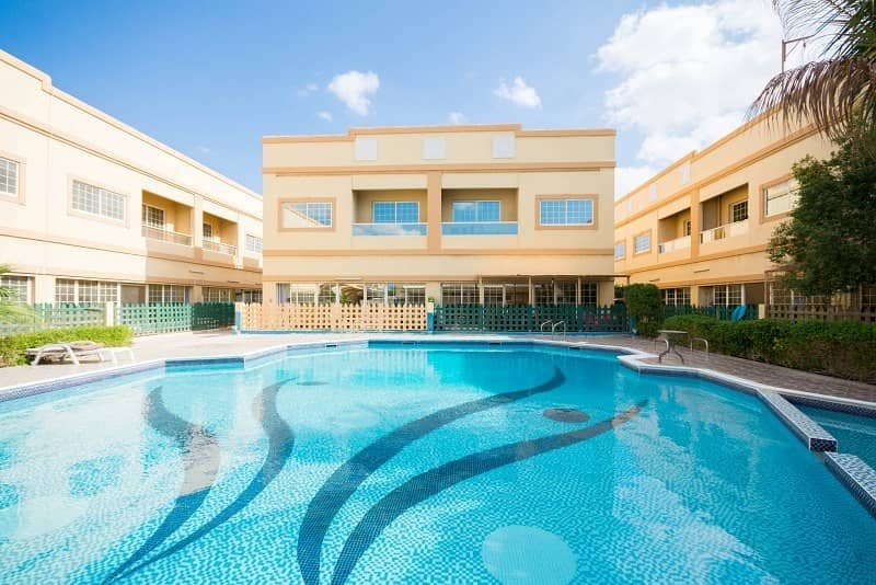11 Ready to move-in! 4BR+M Villa in Jumeirah 1