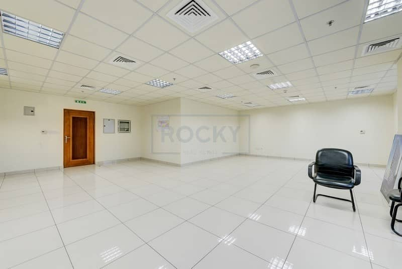Spacious 950 Sq.Ft Office| Central A/C | Sharjah