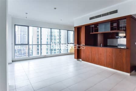 2 Bedroom Flat for Rent in Downtown Dubai, Dubai - Huge Layout|Great Condition|Chiller Inc.