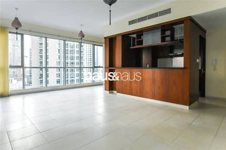 2 Bedroom Apartment for Rent in Downtown Dubai, Dubai - Spacious| Bright | Chiller Free | Shower