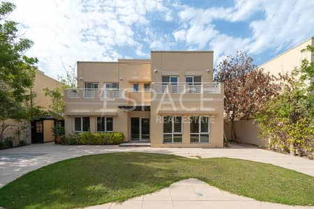 5 Bedroom Villa for Sale in The Meadows, Dubai - Large 5 Bedroom plus Maids Near the Park
