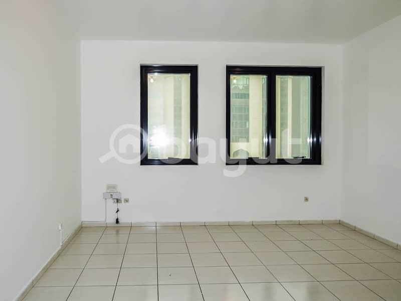 شقة في شارع النجدة 1 غرف 45000 درهم - 3826174