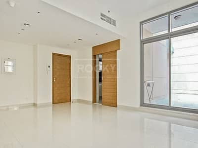 2 Bedroom Flat for Rent in Downtown Dubai, Dubai - 2-Bed with Equipped Kitchen in Downtown