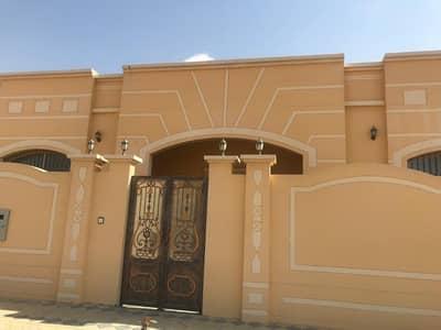 4 Bedroom Villa for Rent in Al Yasmeen, Ajman - The first villa in al yasmeen for the family or staff