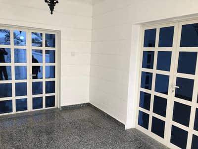 5 Bedroom Villa for Sale in Al Rass, Umm Al Quwain - فيلا للبيع في ام القيوين-علي شارع رئيسي-الملك فيصل