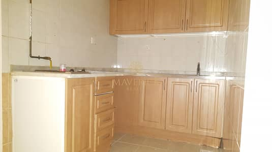 Studio for Rent in Al Majaz, Sharjah - Studio Flat+Wardrobes | Separate Kitchen
