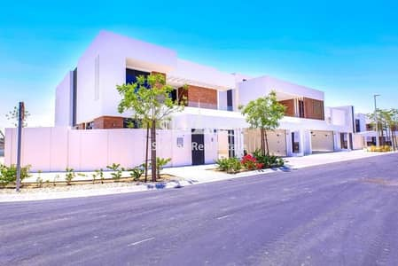 4 Bedroom Villa for Sale in Yas Island, Abu Dhabi - Luxurious 4BR Villa with Majlis and garden
