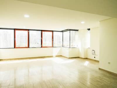 3 Bedroom Flat for Rent in Hamdan Street, Abu Dhabi - Spacious 3 BR Dulplex Apartment plus Maidsroom