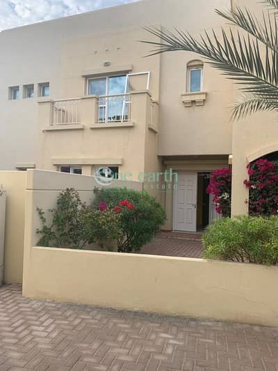 3 Bedroom Villa for Rent in The Lakes, Dubai - Large 3 B/R - Well Maintained - For Rent in  Maeen