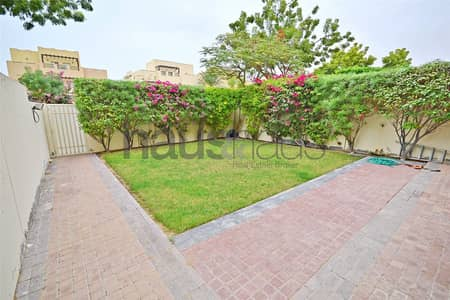 3 Bedroom Villa for Rent in The Lakes, Dubai - Call Emma | Good condition | Lovely garden