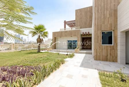 5 Bedroom Villa for Rent in The Marina, Abu Dhabi - Big 5BR Bay View Villa On Prime Location