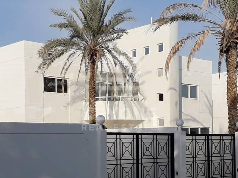 One Month Free | Vacant | Al Garhoud Complex | 4 Cheques