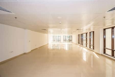 مکتب  للايجار في شارع الشيخ زايد، دبي - Half Floor | Fully Fitted | Free Chiller