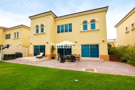 4 Bedroom Villa for Rent in Jumeirah Park, Dubai - Available April