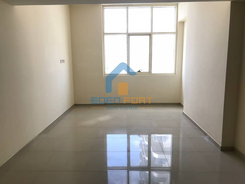 2 Well maintaned one bedroom unfurnished flat