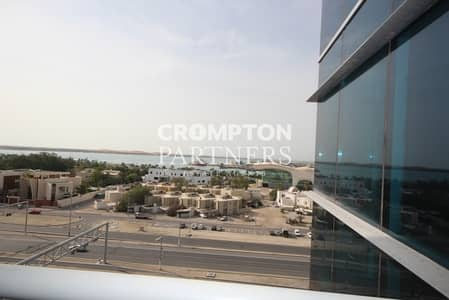 2 Bedroom Apartment for Rent in Al Mina, Abu Dhabi - Luxury Corniche Apartment with Sea Views