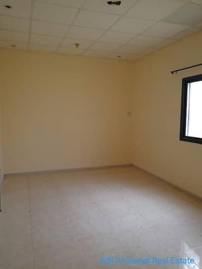 5 Bedroom Villa for Sale in Al Ghafia, Sharjah - 5 BHK with master bedroom, majlis, living dining, maid room, split/w A/C, covd parking on main road