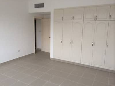 2 Bedroom Apartment for Rent in Tourist Club Area (TCA), Abu Dhabi - 2 bedrooms with Parking in a Nice Building in TCA