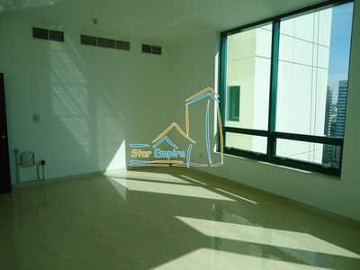 2 Bedroom Flat for Rent in Hamdan Street, Abu Dhabi - 2 bedrooms with Parking in a Very Clean Building on Hamdan