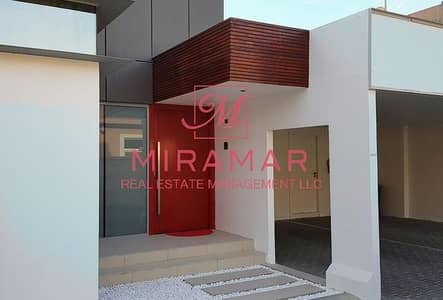 2 Bedroom Villa for Rent in Khalifa City A, Abu Dhabi - MODERN WITH FITTED APPLIANCES, GARDEN