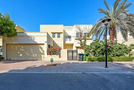 5 Bedroom Villa for Rent in The Meadows, Dubai - 5 Bed | Type 11 Villa | Maids and Pool | Meadows