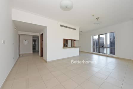 2 Bedroom Flat for Rent in Downtown Dubai, Dubai - Spacious Lounge | Balcony | Chiller Free