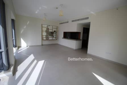 2 Bedroom Flat for Rent in Downtown Dubai, Dubai - Low Floor | Balcony | Large Lounge Area