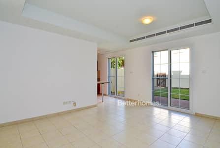 2 Bedroom Villa for Rent in Arabian Ranches, Dubai - Open Plan Kitchen   Type 4M   Single Row