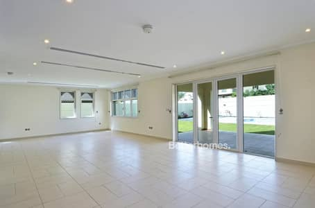 3 Bedroom Villa for Sale in Jumeirah Park, Dubai - Regional Large 3 Bed with Maid Park View