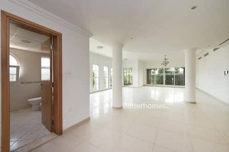 4 Bedroom Villa for Rent in Umm Suqeim, Dubai - Fitted Commercial Villa   Road Facing   Garden