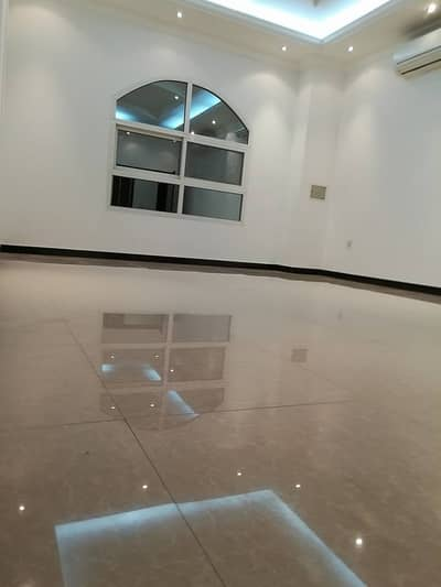 4 Bedroom Flat for Rent in Khalifa City A, Abu Dhabi - 4 room apartment and lounge for rent in Khalifa City (A) first floor. Featured site . Close to servi