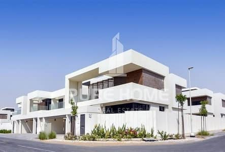 5 Bedroom Villa for Sale in Yas Island, Abu Dhabi - Luxurious Villa of 5 Bedrooms + Private Garden ! Be the first owner and Buy Your Dream Home